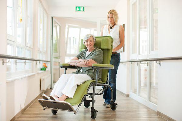 modell fro 500 der wenige unter unserer fro pflegestuhlserie die basis f r den allt glichen. Black Bedroom Furniture Sets. Home Design Ideas